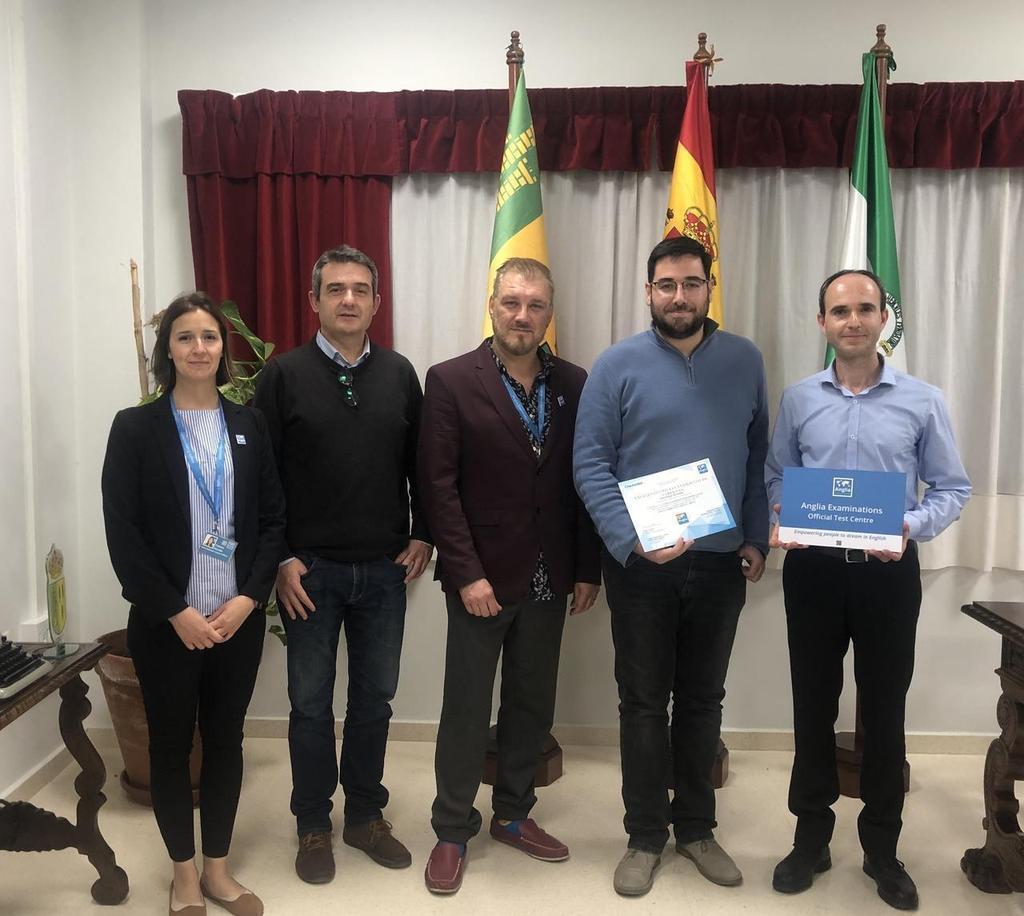 El alcalde de Tabernas con responsables de la escuela