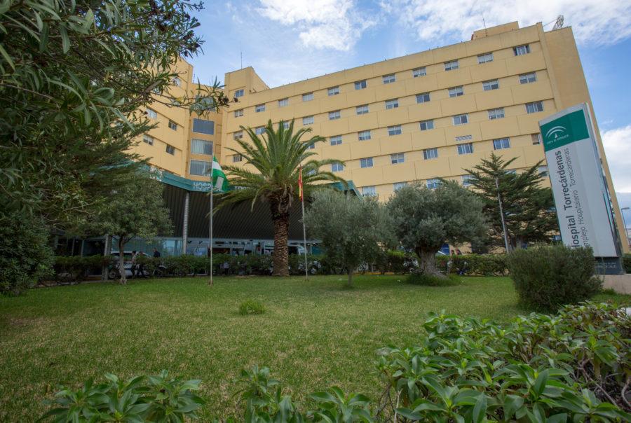 Un hombre ha sido evacuado al hospital Torrecárdenas